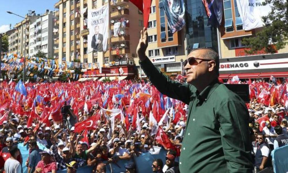 Κακοί οιωνοί για τον Ερντογάν: Σενάρια για πρόωρες εκλογές στην ...