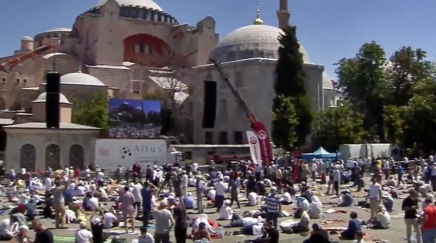 ΕΙΚΟΝΕΣ - LIVE: Χιλιάδες μουσουλμάνοι στην Αγία Σοφία για την ...