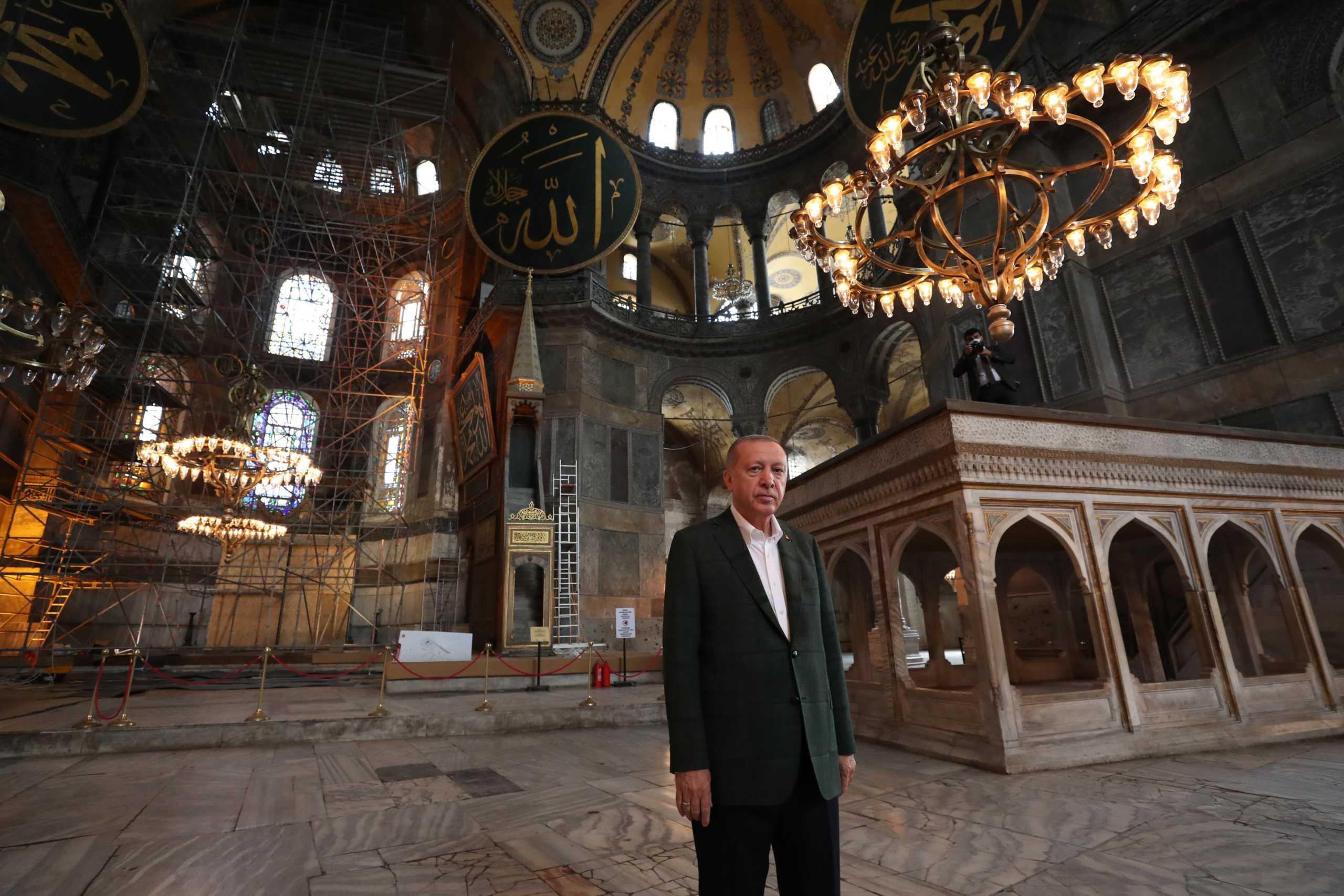 Επιθεώρηση Ερντογάν στην Αγιά Σοφιά (pics, video)