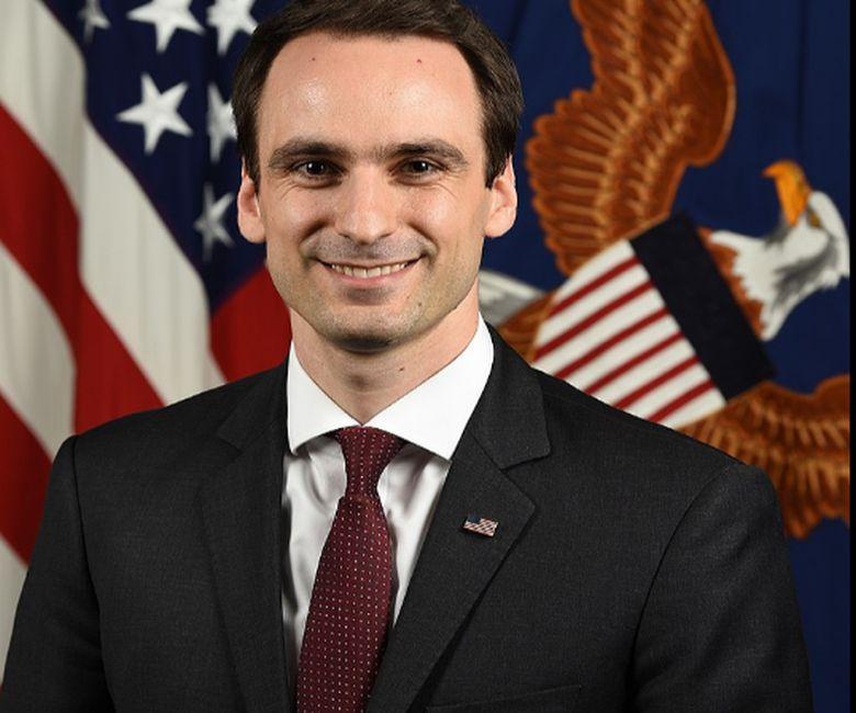 Από την Χίο ο νέος υφυπουργός Άμυνας των ΗΠΑ | ΥΔΡΟΓΕΙΟΣ 106,9 FM