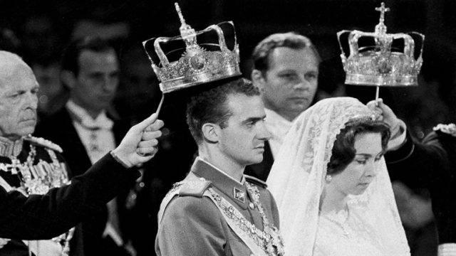Ο τέως βασιλιάς της Ισπανίας Χουάν Κάρλος φεύγει από τη χώρα λόγω ...