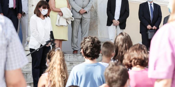 Το μήνυμα της Προέδρου της Δημοκρατίας από τα σχολεία στο Καστελόριζο –Τι είπε για τη χρήση μάσκας | ΠΟΛΙΤΙΚΗ | iefimerida.gr
