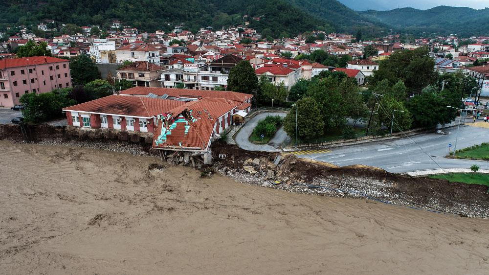 Κακοκαιρία «Ιανός»: Βιβλική καταστροφή στην Καρδίτσα – Δύο νεκροί από το πέρασμα του κυκλώνα