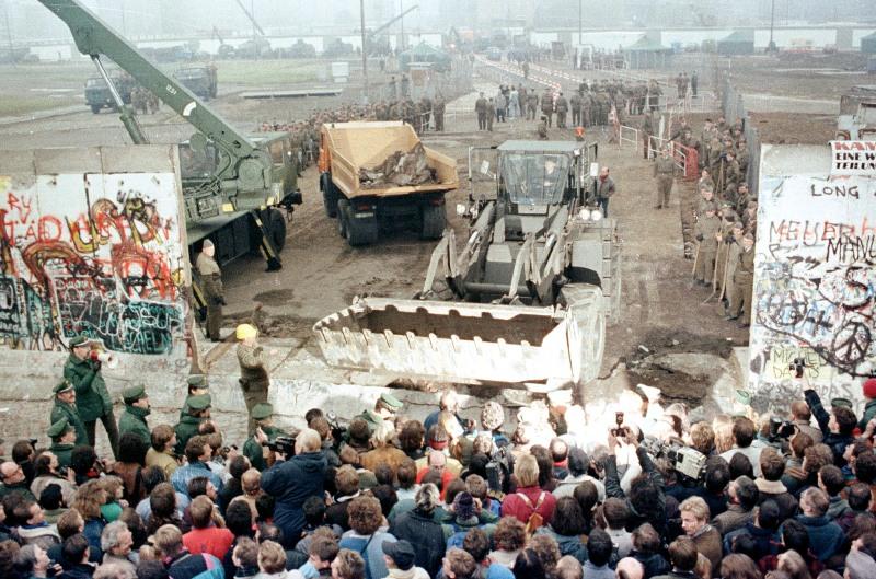 30η επέτειος από την πτώση του Τείχους του Βερολίνου: Δείτε το doodle της Google (pic)
