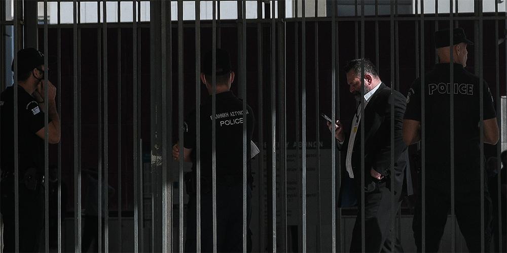 Εμπλοκή στη Δίκη της Χρυσής Αυγής: Αίτημα εξαίρεσης του δικαστηρίου κατέθεσε ο Γιάννης Λαγός
