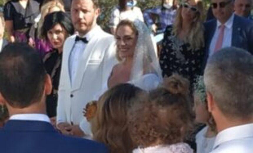 Ελεωνόρα Ζουγανέλη – Σπύρος Δημητρίου: Αυτή την ώρα ο γάμος τους - Freegossip