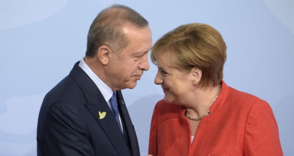 Bild: Ο Ερντογάν υπαγόρευσε στη Μέρκελ τον κατάλογο των προσκεκλημένων | Η Εφημερίδα των Συντακτών