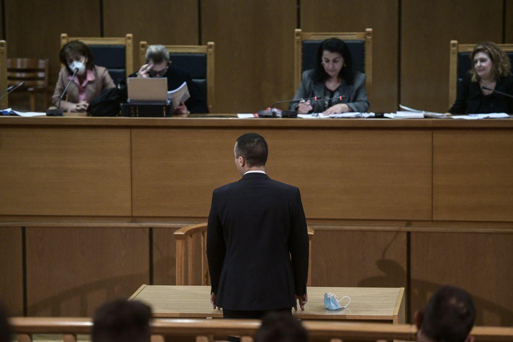 Δίκη Χρυσής Αυγής : Αναστολές και βραχιολάκια ζητάει το διευθυντήριο - Τη Δευτέρα η εισήγηση της εισαγγελέως | in.gr