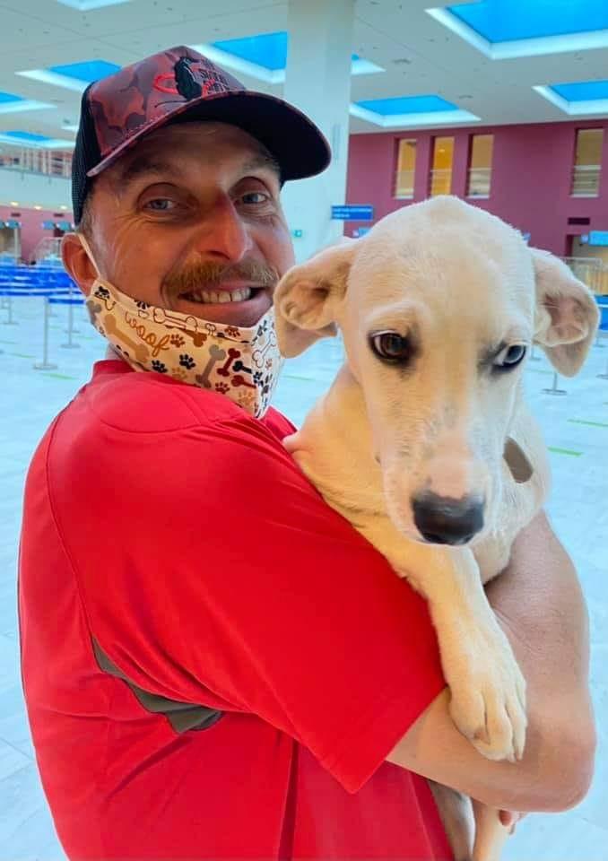 Xανιά: Αυτός είναι ο Γερμανός σωτήρας του βασανισμένου σκυλιού – ΝΕΟΙ ΟΡΙΖΟΝΤΕΣ