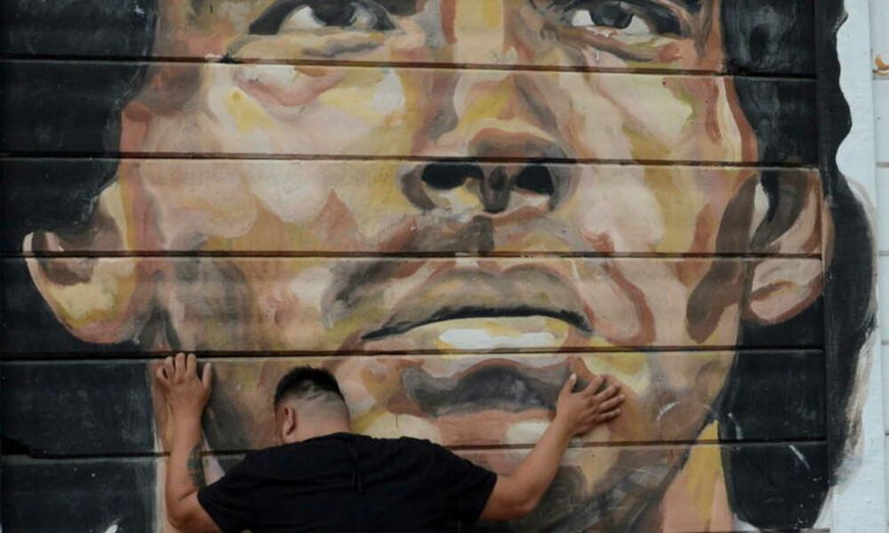 Ντιέγκο Μαραντόνα: Σε λαϊκό προσκύνημα η σωρός στο προεδρικό μέγαρο (video+photos)