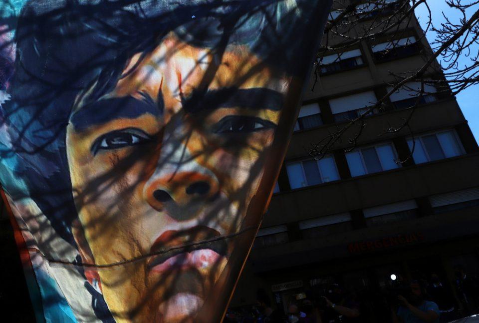 Ντιέγκο Μαραντόνα: Ο άνθρωπος που λατρεύτηκε σαν Θεός δεν είναι πια μαζί μας