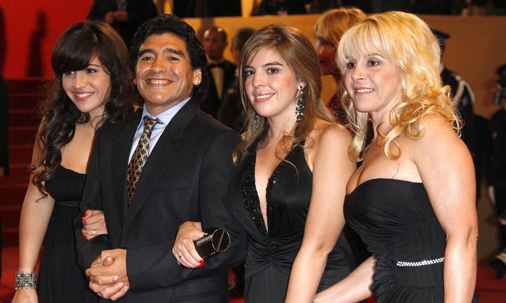 Μαραντόνα: Έτσι αντέδρασαν οι κόρες και η πρώην σύζυγός του (Photos) - Onsports.gr
