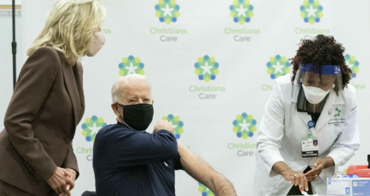 Periodista.gr - Ο Τζο Μπάιντεν έκανε σε ζωντανή μετάδοση το εμβόλιο των Pfizer-BioNTech