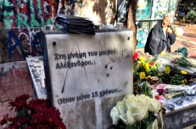 Επέτειος Γρηγορόπουλου: Προσαγωγές ατόμων από την πλατεία Εξαρχείων - Αποκλεισμένο το μνημείο του - Ειδήσεις - Athens magazine