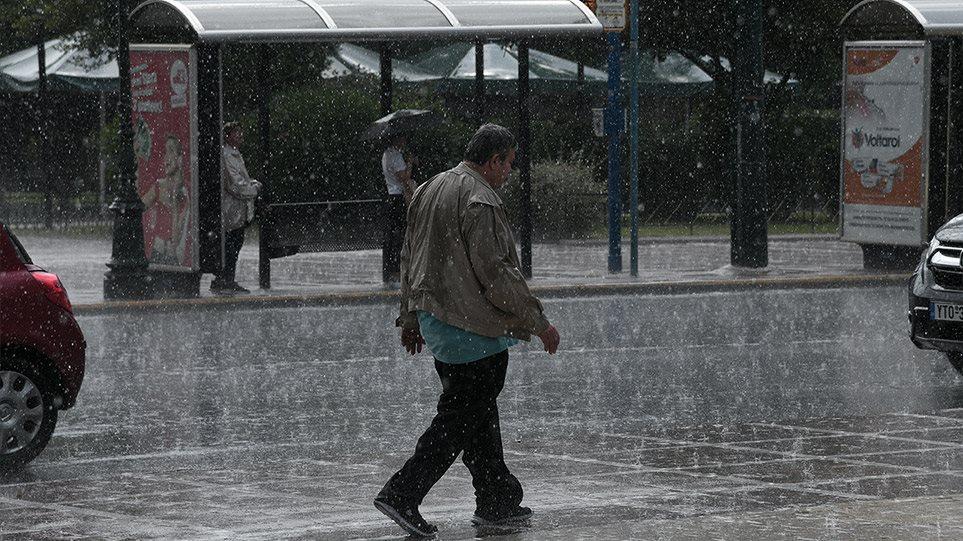 Καιρός - Καιρός στην Αθήνα: Καταιγίδα με κίνηση στους δρόμους - Πού βρέχει στη χώρα