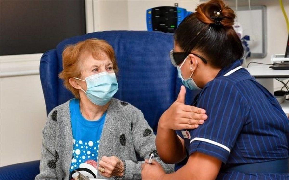 Ξεκίνησαν οι εμβολιασμοί στη Μ. Βρετανία- Η 90χρονη Μάργκαρετ Κίναν ο πρώτος άνθρωπος που έλαβε το εμβόλιο