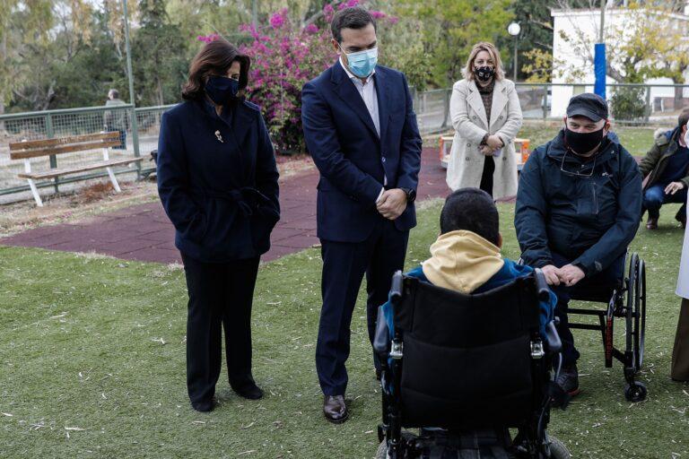 Αλέξης Τσίπρας: Επίσκεψη στο πρώην ΠΙΚΠΑ Βούλας | Flash.gr