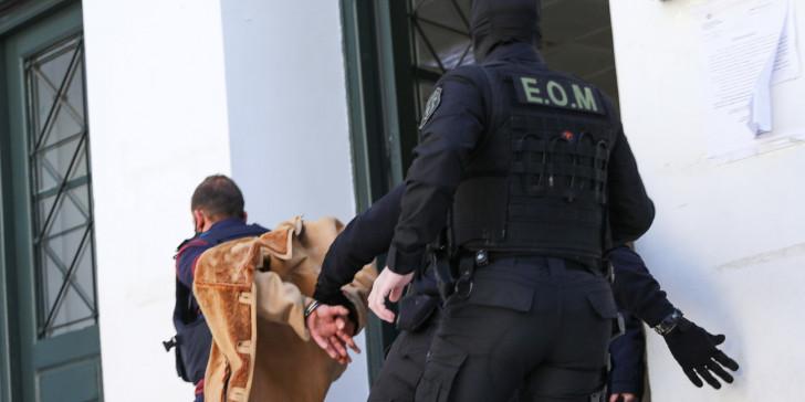 Βιασμός 11χρονης αθλήτριας: Τρέχοντας οδηγήθηκε στην ανακρίτρια ο 38χρονος προπονητής | ΕΛΛΑΔΑ | iefimerida.gr