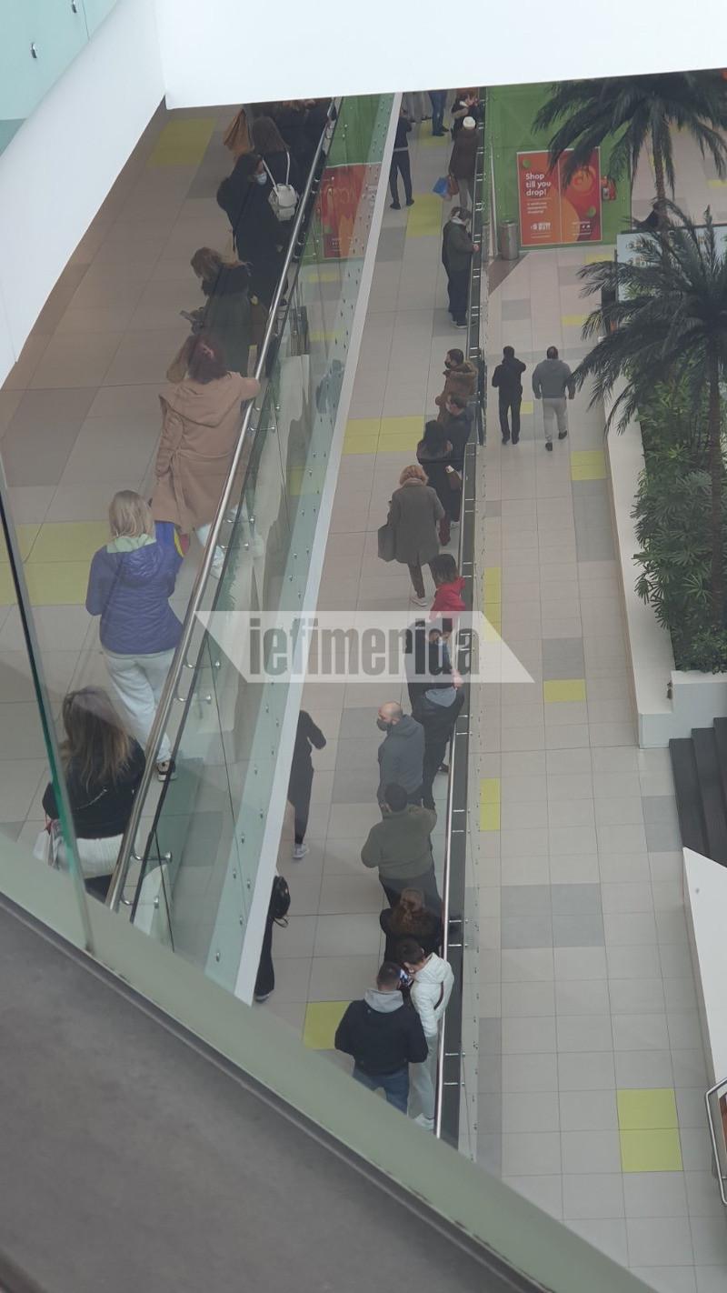Ουρές στο «Athens Metro Mall»