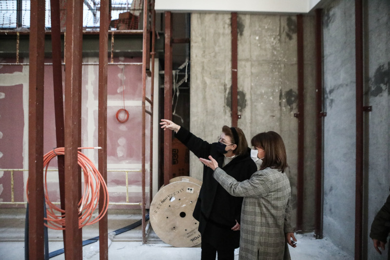 Η Μενδώνη ξενάγησε την Σακελλαροπούλου στην Eθνική Πινακοθήκη [εικόνες] | ΠΟΛΙΤΙΣΜΟΣ | iefimerida.gr