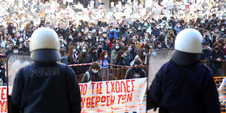 Φοιτητική πορεία έξω από τα δικαστήρια Θεσσαλονίκης