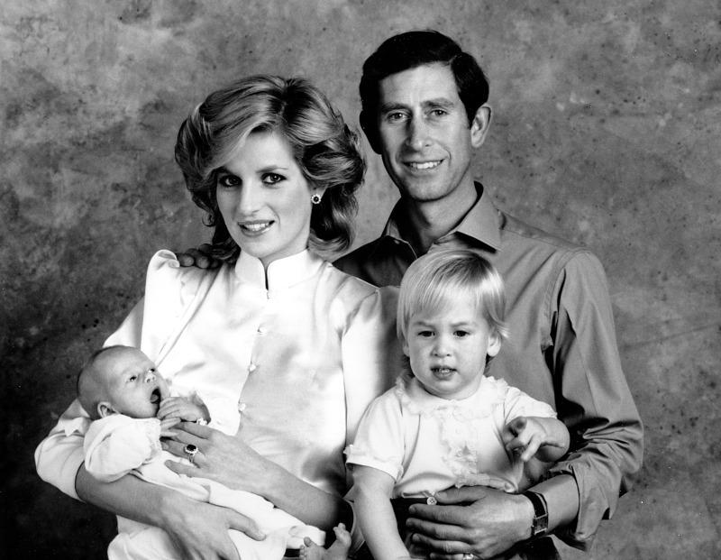 πριγκίπισσα Νταϊάνα, πριγκίπας Κάρολος, πριγκίπας Γουίλιαμ και μωρό Χάρι