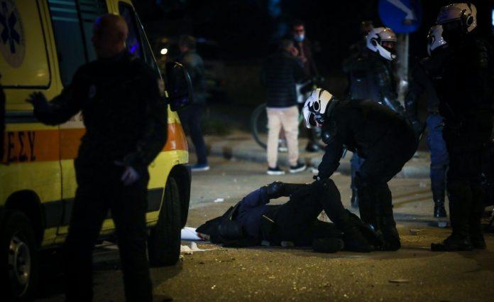 Εκτός κινδύνου στο 401 ο αστυνομικός που τραυματίστηκε στη Νέα Σμύρνη, έσπευσαν Οικονόμου και Καραμαλάκης   newsbreak
