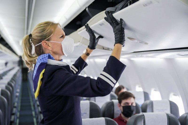 Γερμανία: Υποχρεωτική η μάσκα στα αεροπλάνα για πολύ καιρό ακόμη εκτιμά ο επικεφαλής της ΙΑΤΑ