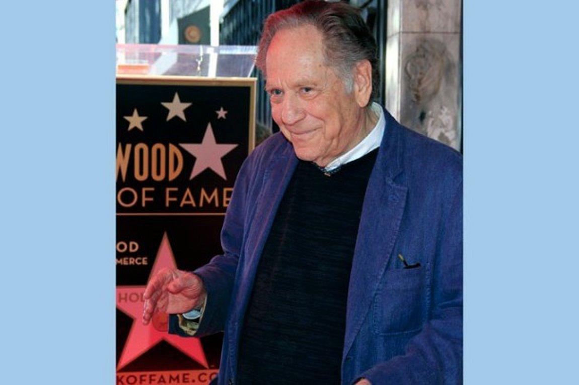 Εφυγε από τη ζωή στα 87 του ο ηθοποιός Τζορτζ Σίγκαλ | ενότητες, κόσμος | Real.gr
