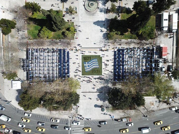 Ετσι στολίζεται η Αθήνα για τα 200 χρόνια από την Ελληνική Επανάσταση | HuffPost Greece LIFE