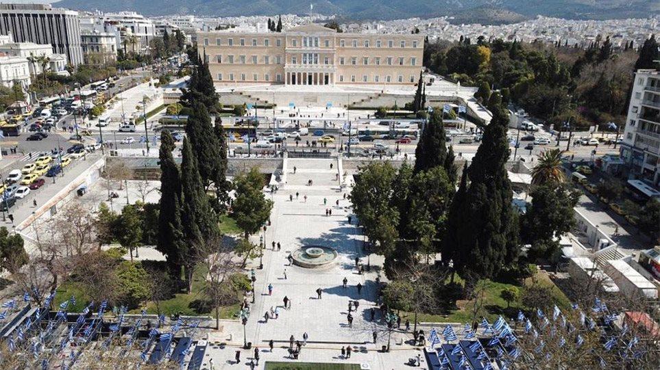 25η Μαρτίου: Στα γαλανόλευκα η Αθήνα ετοιμάζεται να γιορτάσει τα 200 χρόνια από την Ελληνική Επανάσταση
