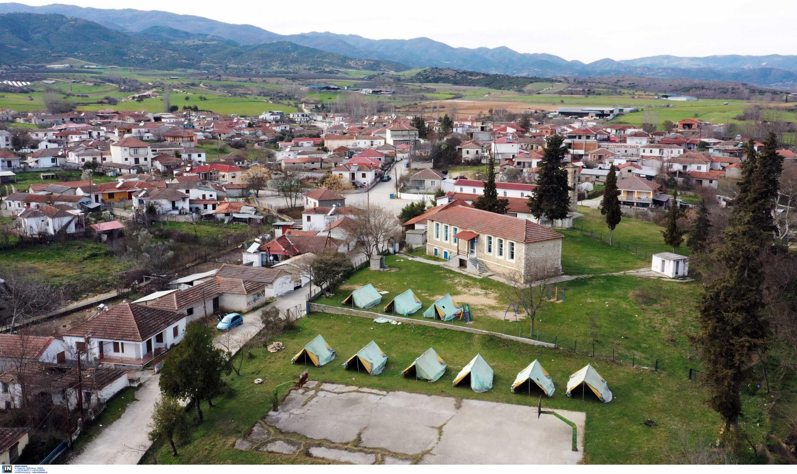 Λάρισα: Έφτασαν οι πρώτοι οικίσκοι για τη φιλοξενία των σεισμόπληκτων