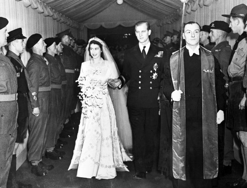 Πρίγκιπας Φίλιππος : Ο λαμπερός γάμος με την Βασίλισσα Ελισάβετ στο Ουέστμινστερ | in.gr