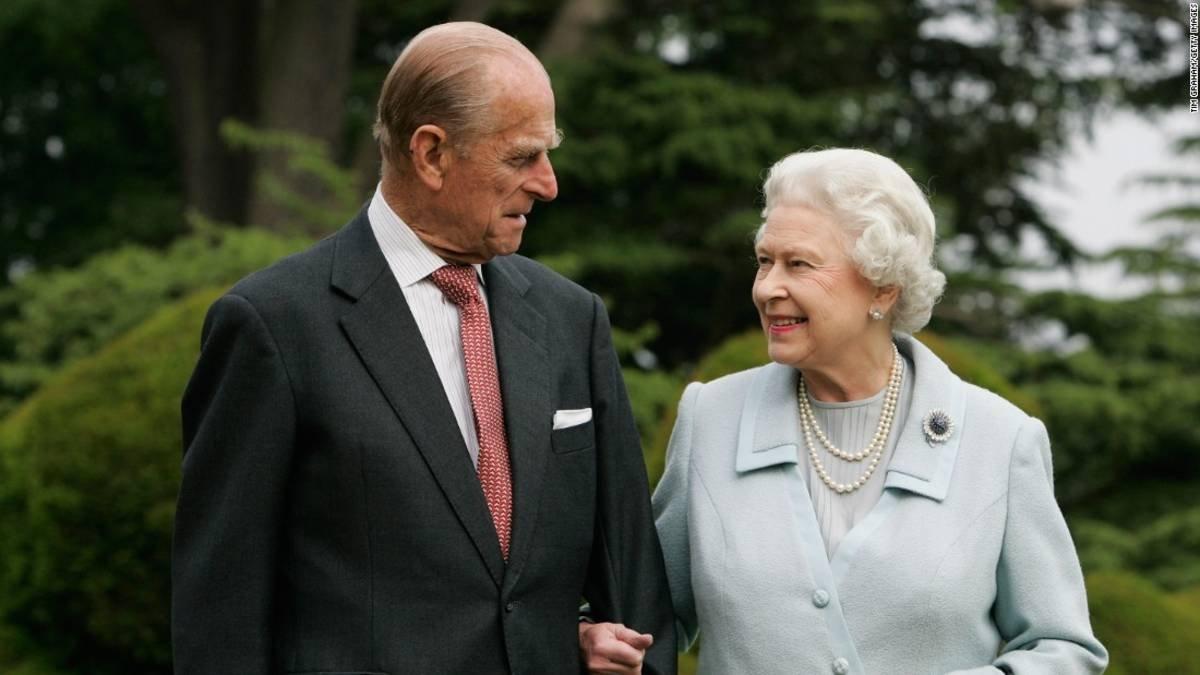 Τι θα κάνει η βασίλισσα Ελισάβετ μετά τον θάνατο του Φίλιππου; Τα σενάρια για παραίτηση από το θρόνο