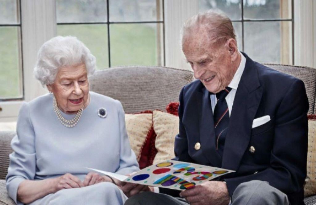 Βασίλισσα Ελισάβετ – Πρίγκιπας Φίλιππος: Η throwback φωτογραφία από τον μήνα του μέλιτός τους!   Znews