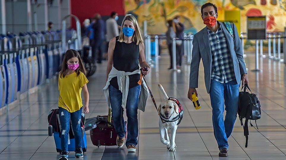 Χωρίς κενές θέσεις, αλλά με μάσκα στα αεροπλάνα - Δείτε όλο το σχέδιο της ΕΕ για τον τουρισμό
