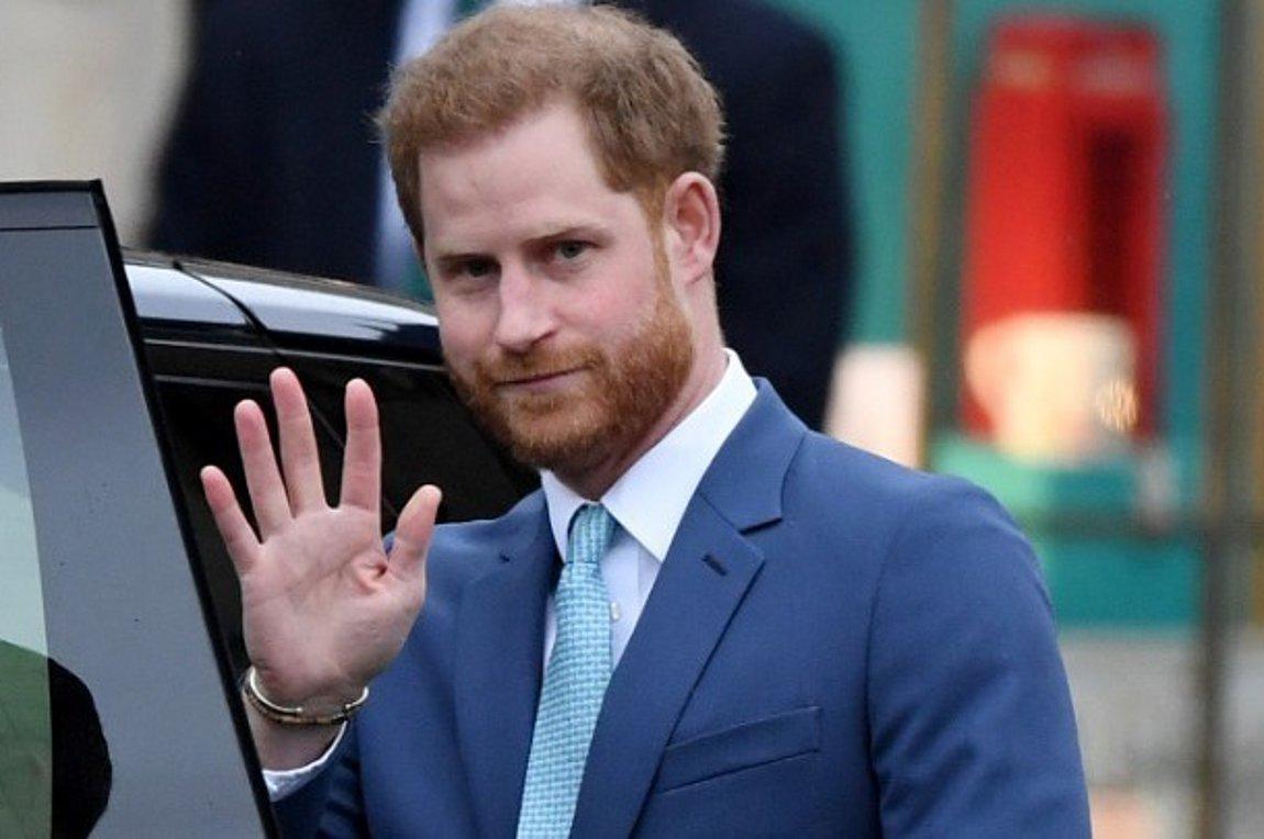 Ο πρίγκιπας Χάρι επέστρεψε στο Ηνωμένο Βασίλειο για την κηδεία του Φιλίππου | ενότητες, κόσμος | Real.gr